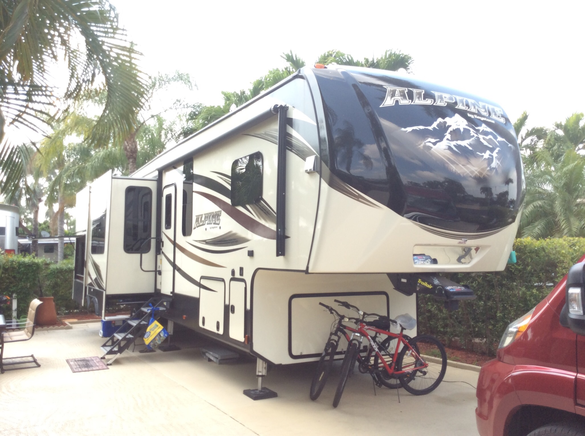 Fifth Wheel Alpine
